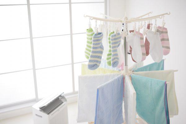 部屋干しをしている洗濯物