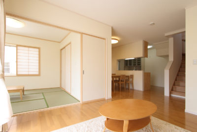 畳の和室と洋室