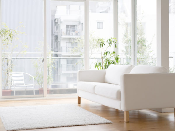 窓際にあるソファー