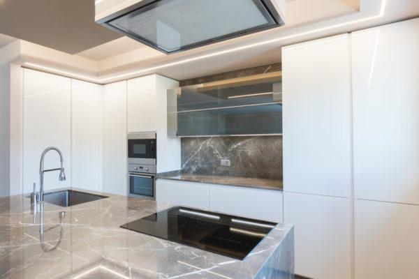 人工大理石のキッチン